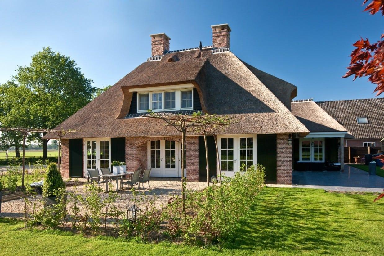 1. Rietgedekt huis bouwen Rietgedekt landhuis te Scherpenzeel