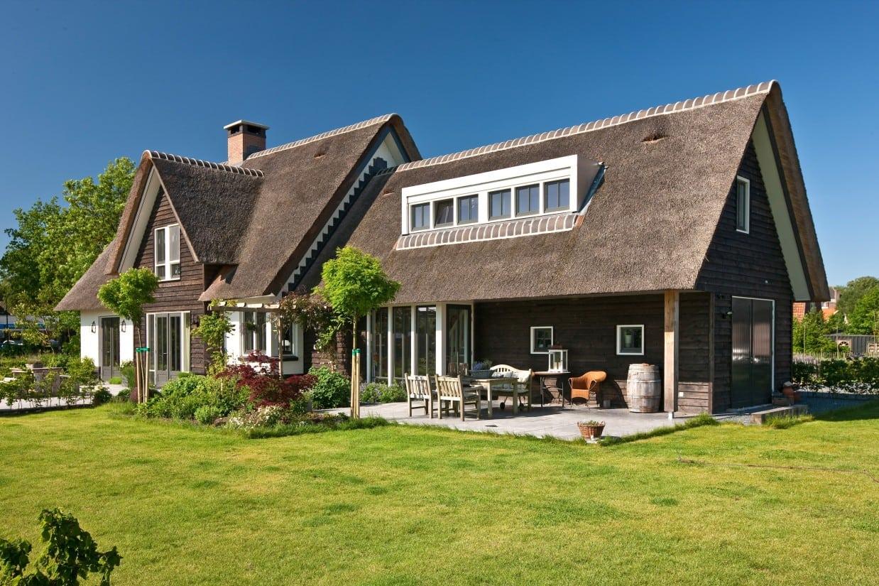 1. Rietgedekt huis bouwen, rietgedekte villa te Soest