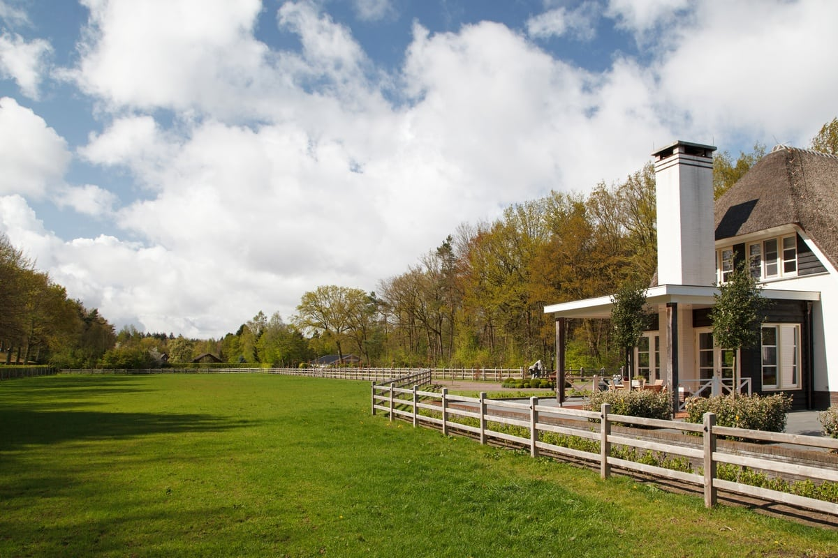 10. Rietgedekt huis bouwen, villa epe uitzicht achterzijde