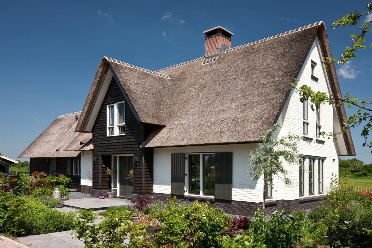10. Rietgedekt huis bouwen, villabouw met luiken in het mooie landschap te Soest