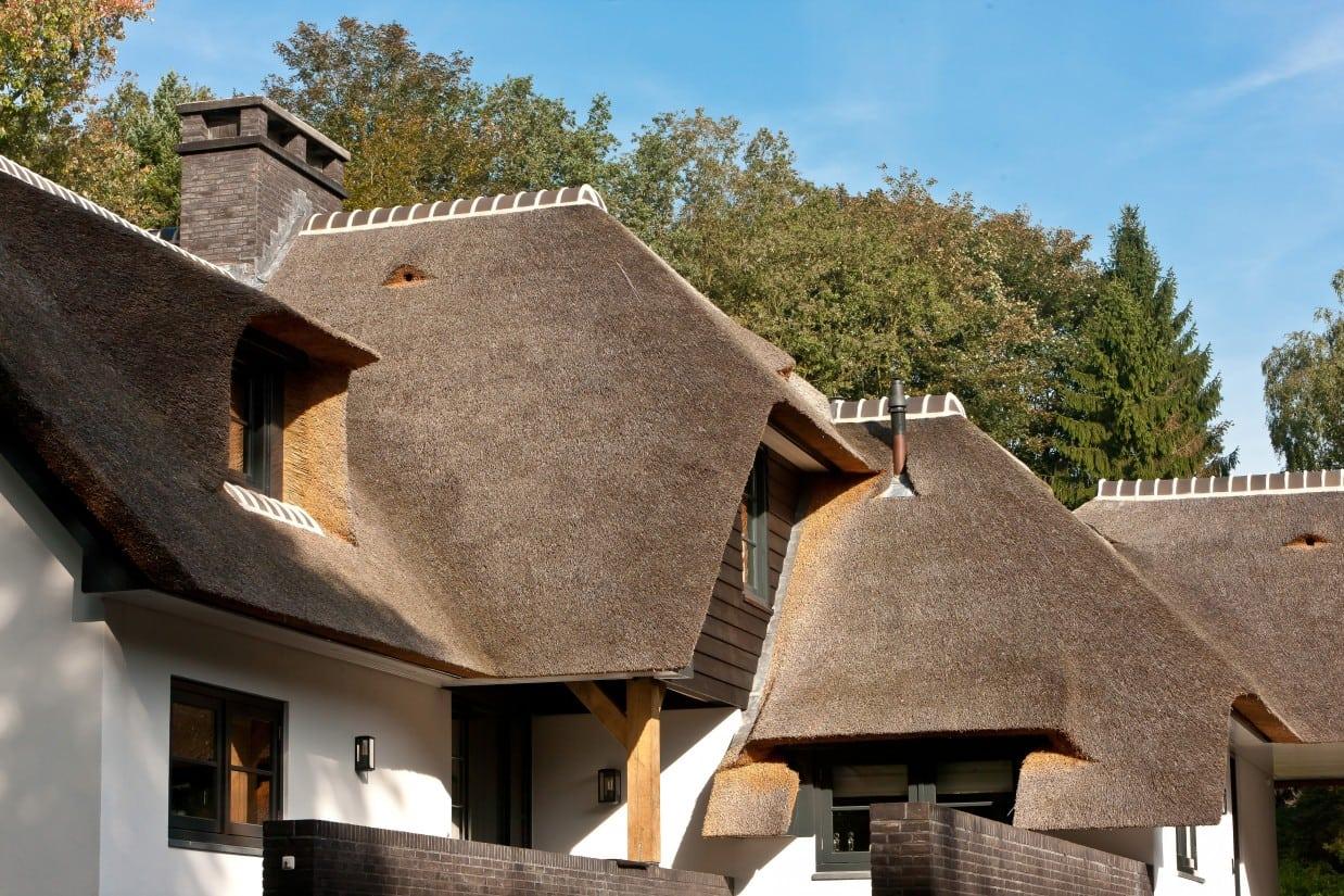 11. Rietgedekt huis bouwen, luxe villa met veel prachtige details