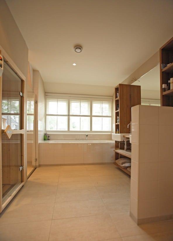 11. Rietgedekt huis bouwen, schitterende badkamer in de fantastische villa gebouwd in Zeist