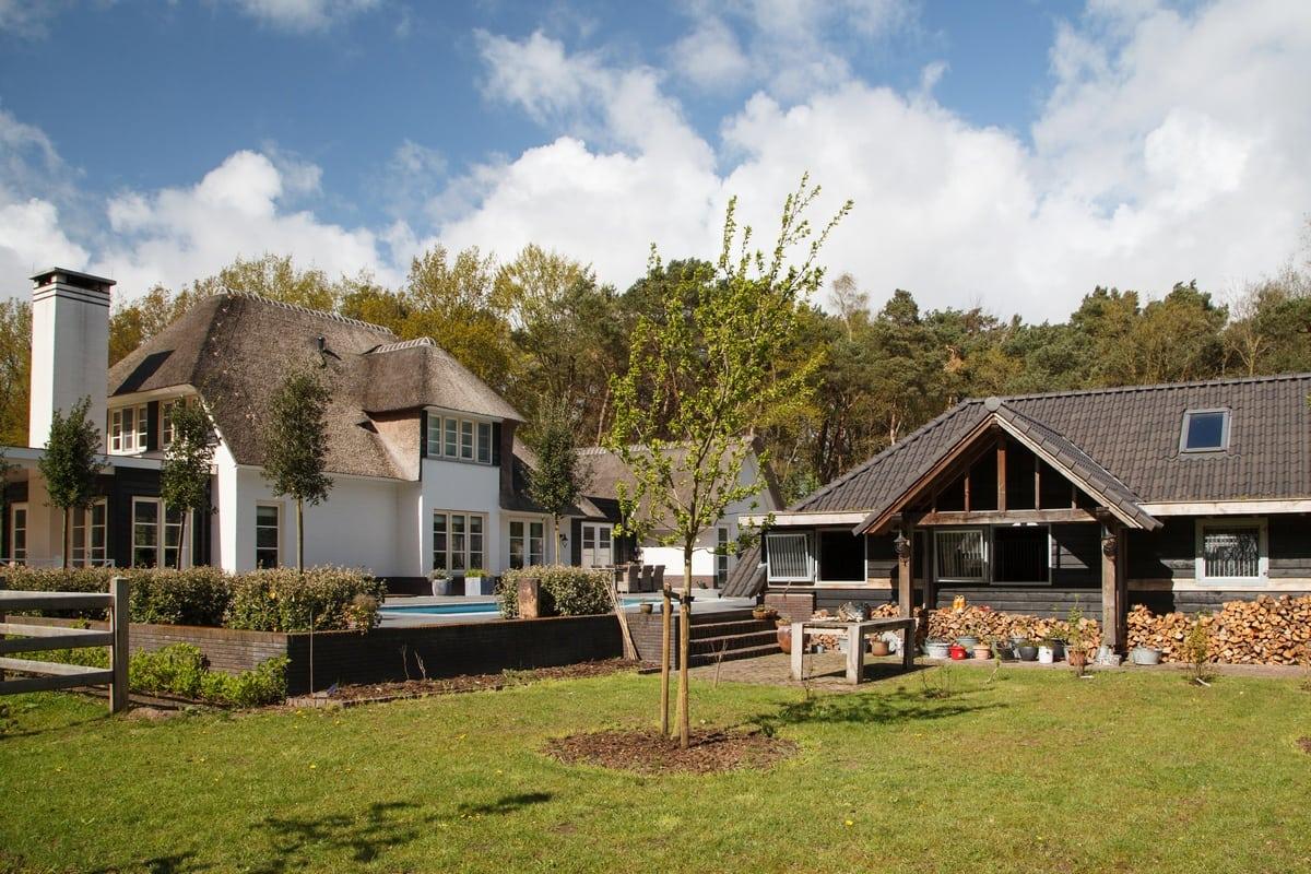 11. Rietgedekt huis bouwen, villa epe tuinaanzicht