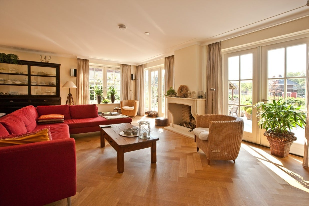 12. Rietgedekt huis bouwen Moderne woonkamer Ugchelen