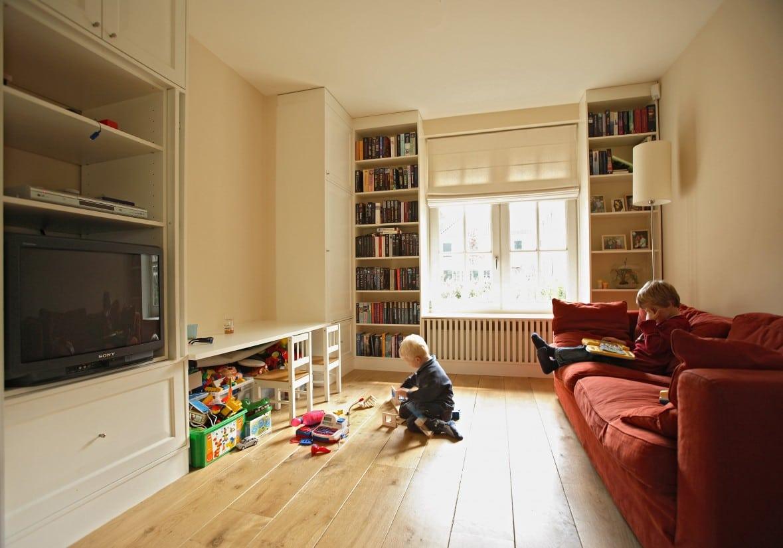 13. Rietgedekt huis bouwen, tv kamer, speelkamer kan niet ontbreken in de vrijstaande rietgedekte villa te Zeist