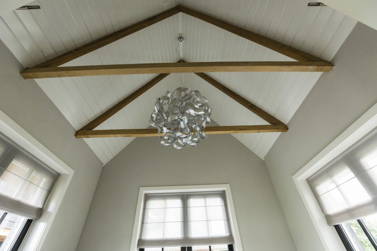17. Rietgedekt huis bouwen Landhuis relaxruimte kroonluchter Wierden