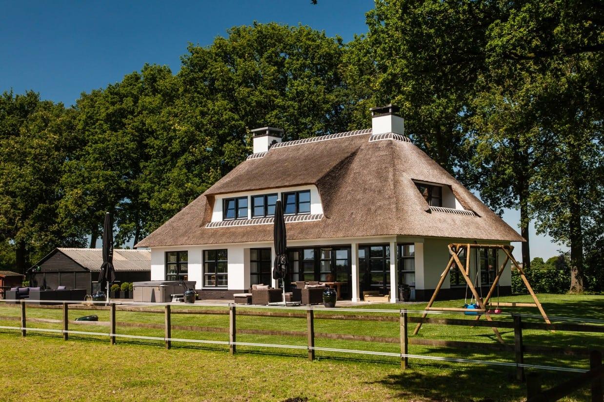 2. Rietgedekt huis bouwen Groot terras Laren