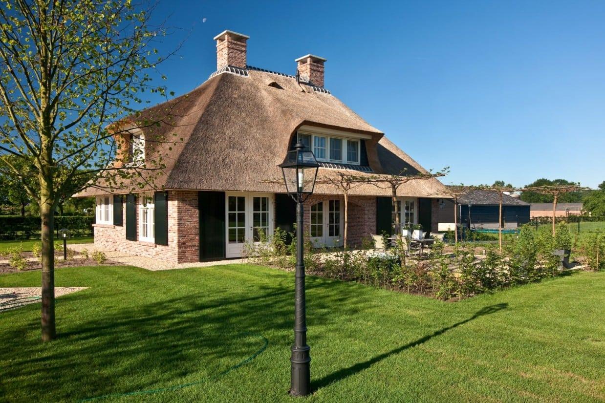 2. Rietgedekt huis bouwen Schitterend landhuis met rietgedekt, dakkapelen Scherpenzeel