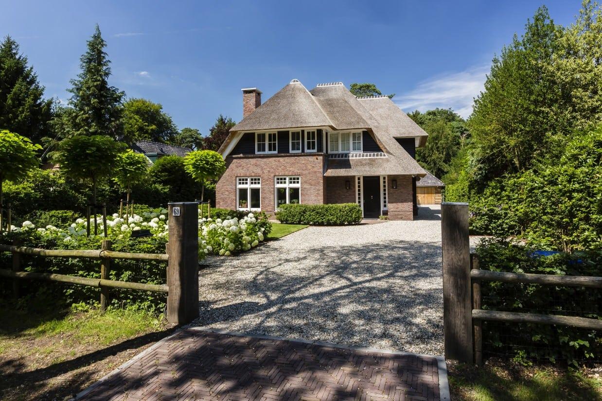 2. Rietgedekt huis bouwen, rietgedekte villa te Bilthoven