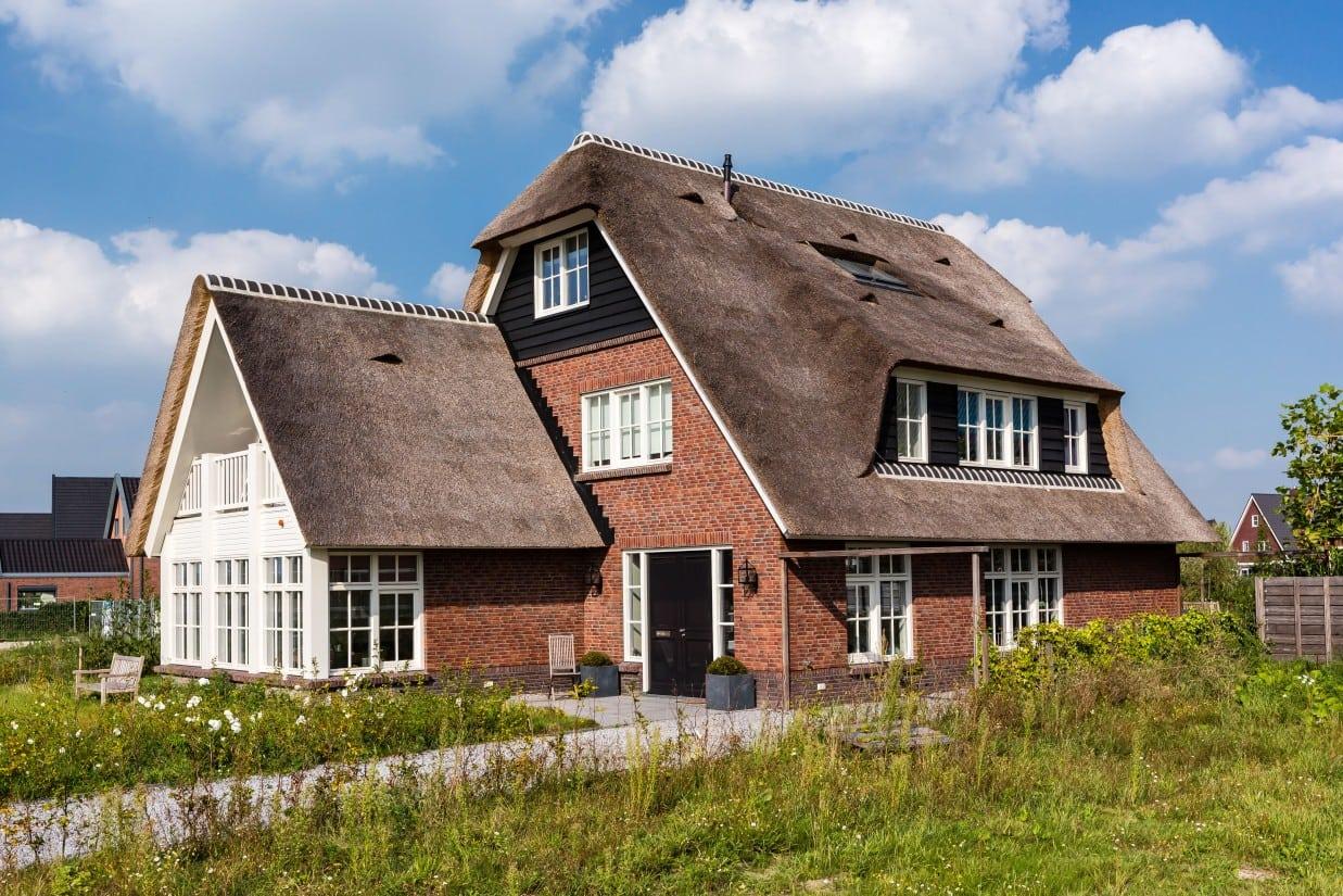 2. Rietgedekt huis bouwen, rietgedekte villa