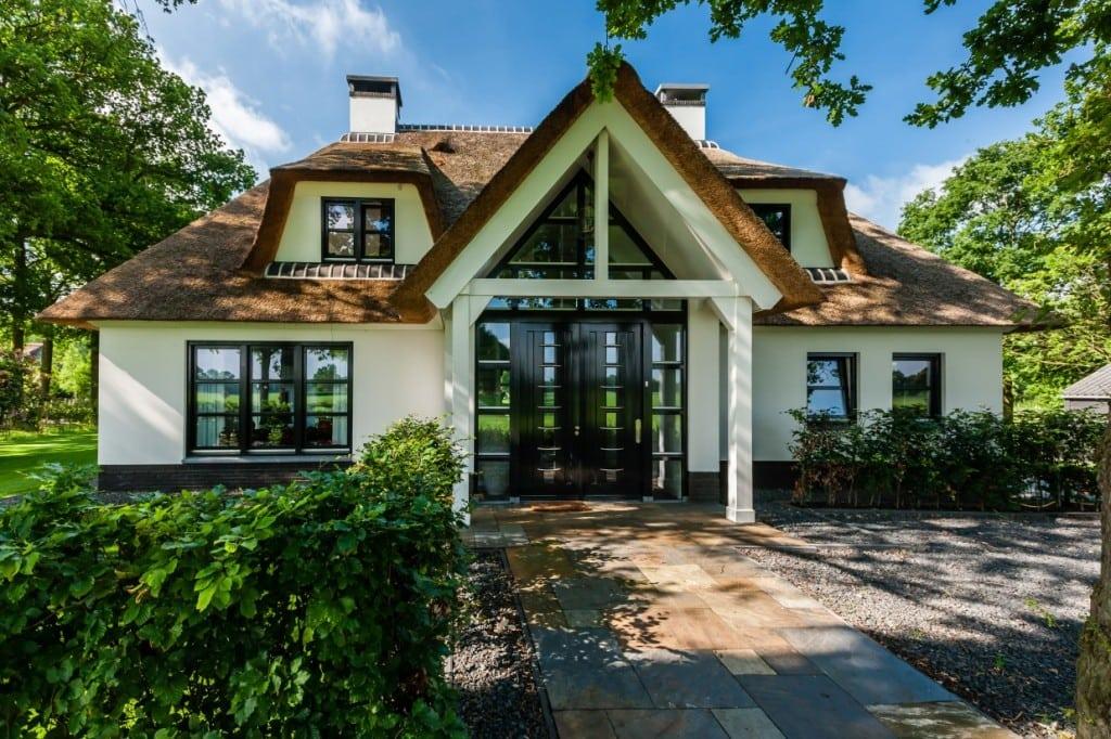 25. Rietgedekt huis bouwen Wit gekeimde villa Laren