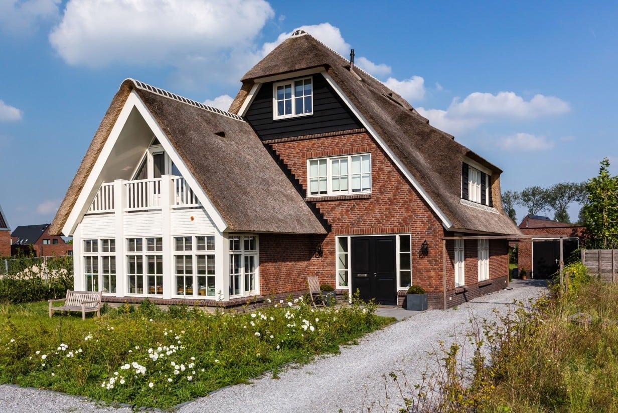 3. Rietgedekt huis bouwen, kopgevel met wolfseind