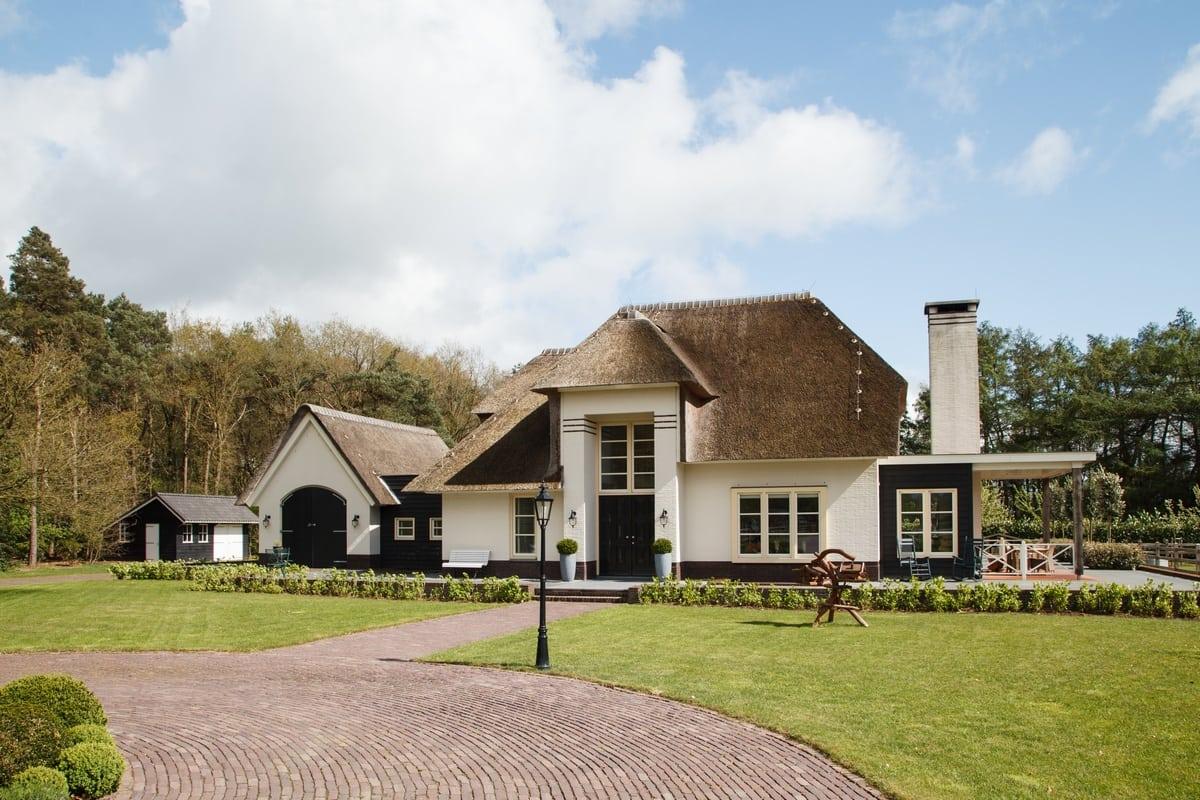 3. Rietgedekt huis bouwen, villa te epe wit gekeimd