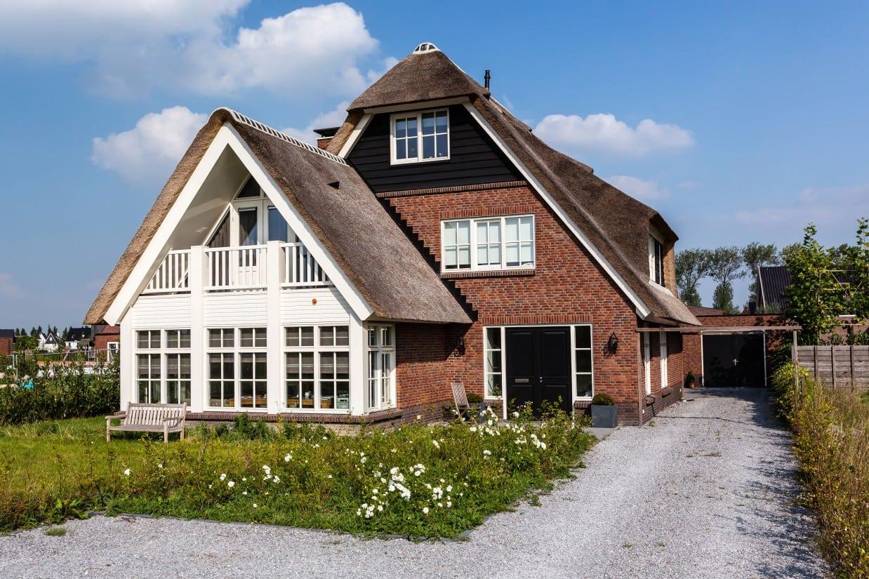 4. Rietgedekt huis bouwen, inpandig balkon