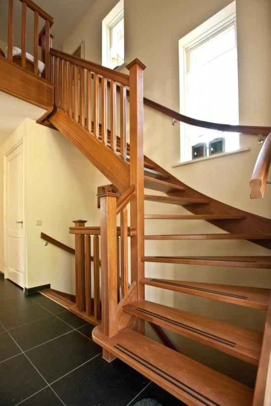 5. Rietgedekt huis bouwen Hardhouten trap Ugchelen