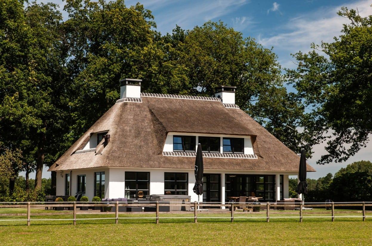5. Rietgedekt huis bouwen Villa te laren met omgeving Laren