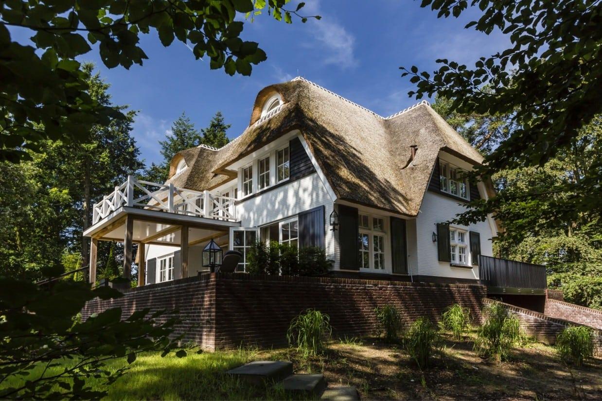 5. Rietgedekt huis bouwen landhuis met keimwerk en rietenkap Vierhouten
