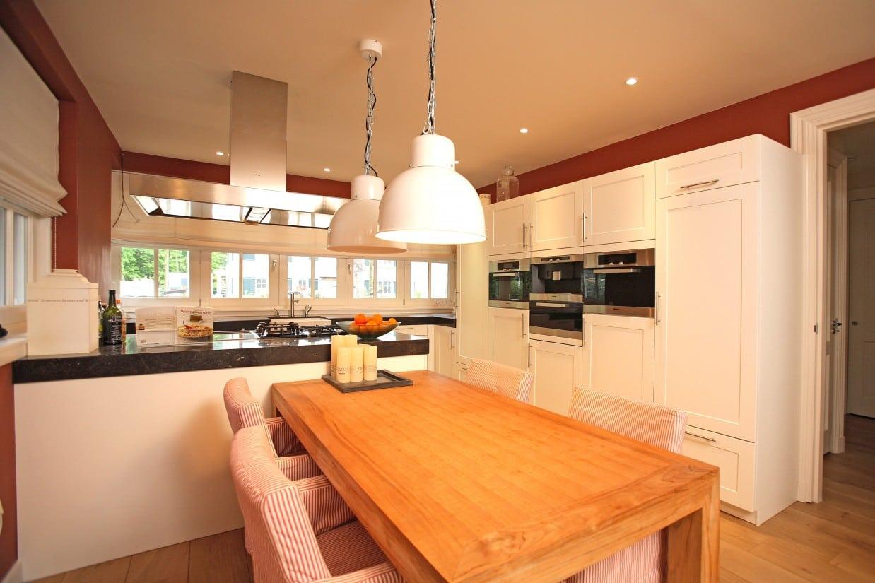 5. Rietgedekt huis bouwen, villabouw, moderne keuken gerealiseerd in Zeist