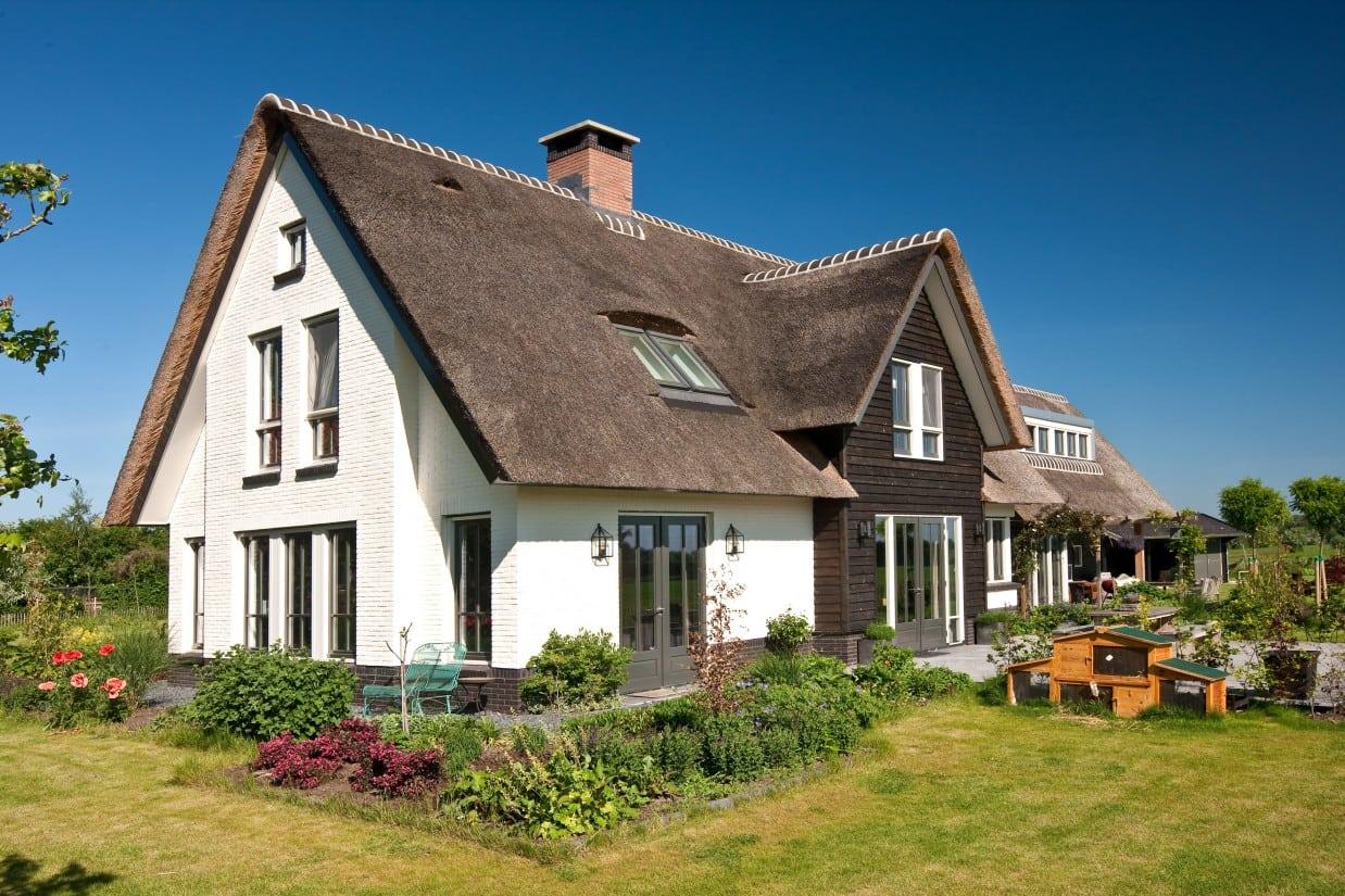 6. Rietgedekt huis bouwen, villabouw, terrasdeuren in prachtig landschap te Soest