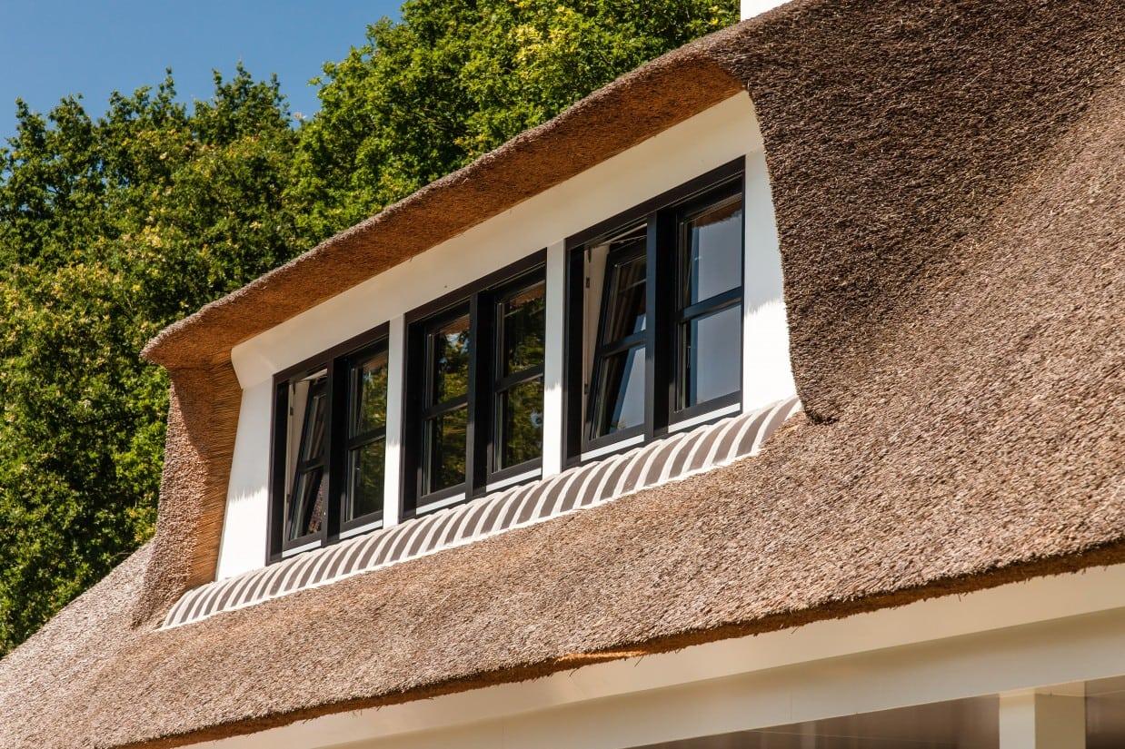 8. Rietgedekt huis bouwen Dakkapel Laren