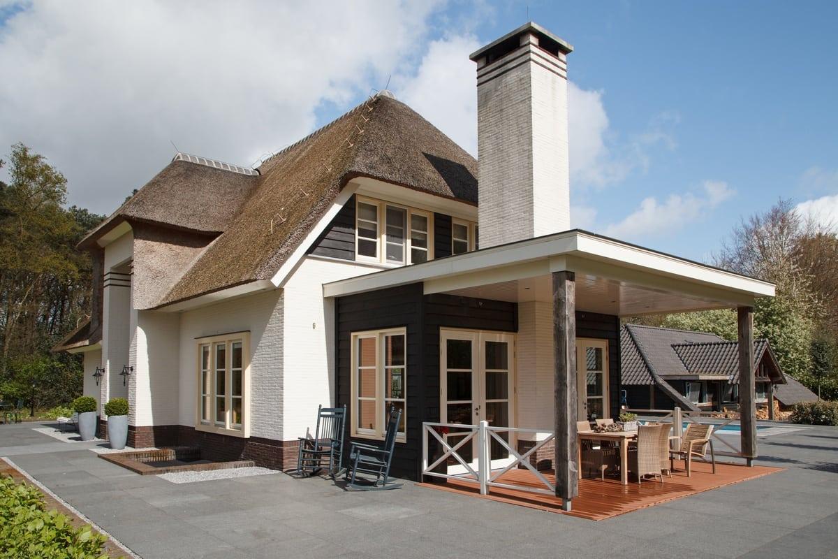 8. Rietgedekt huis bouwen, villa epe veranda