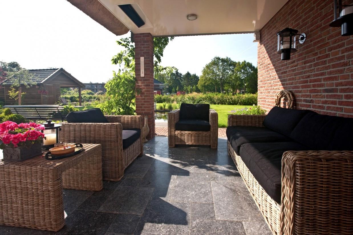 9. Rietgedekt huis bouwen Overdekt terras met interieur Ugchelen