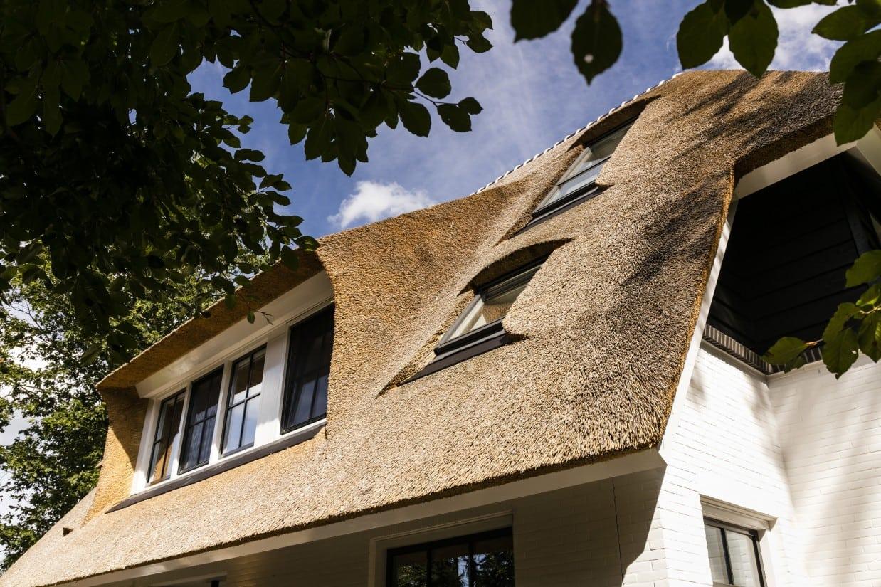 3. Rietgedekt huis bouwen Detail villa rietgedekt dak Zeist